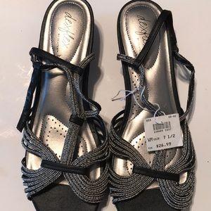 🆕 Dexflex Silver/Black 7.5M Sandals NWOB